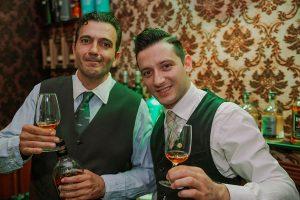 Πέτρος Χαριζόπουλος & Γιάννης Μπότσαρης στο Whisky Room της ΒΣ Καρούλιας