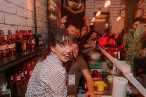 Οι ομάδα των bartenders της ΒΣ Καρούλιας έδωσε τον παλμό στο pop up bar της εταιρείας